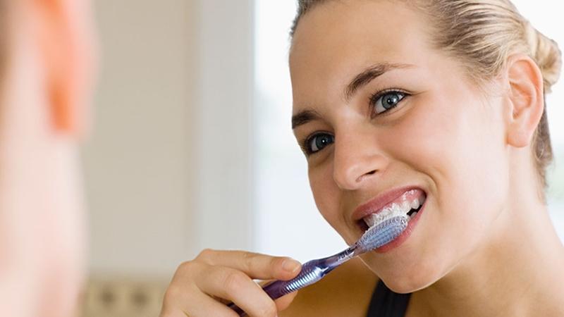 Chăm sóc răng miệng tốt sẽ giúp cải thiện sức khỏe răng miệng và phòng ngừa bệnh viêm nha chu