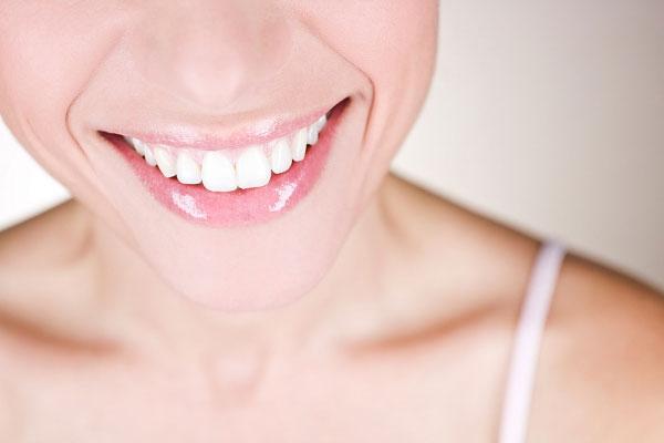 Kết quả hình ảnh cho Bọc răng sứ cho răng thưa thế nào cho đẹp