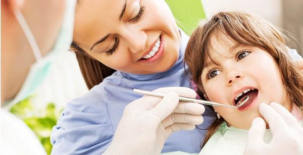 Nhổ răng sữa cho trẻ em – Thực hiện nhẹ nhàng, đơn giản