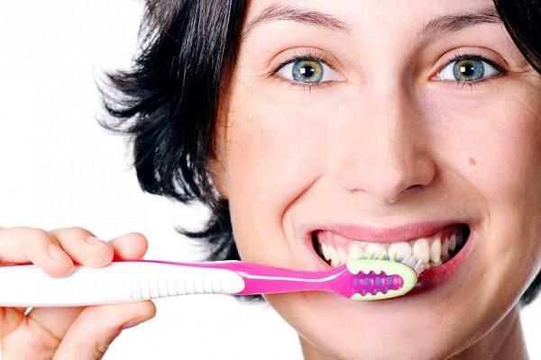 răng sâu chảy máu - 3