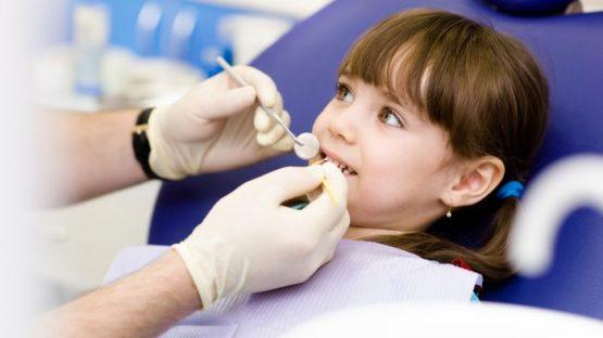 Nhổ răng sữa cho bé ở đâu an toàn nhất? Ý kiến từ chuyên gia
