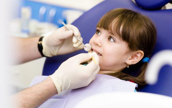 nhổ răng sữa cho bé - 1