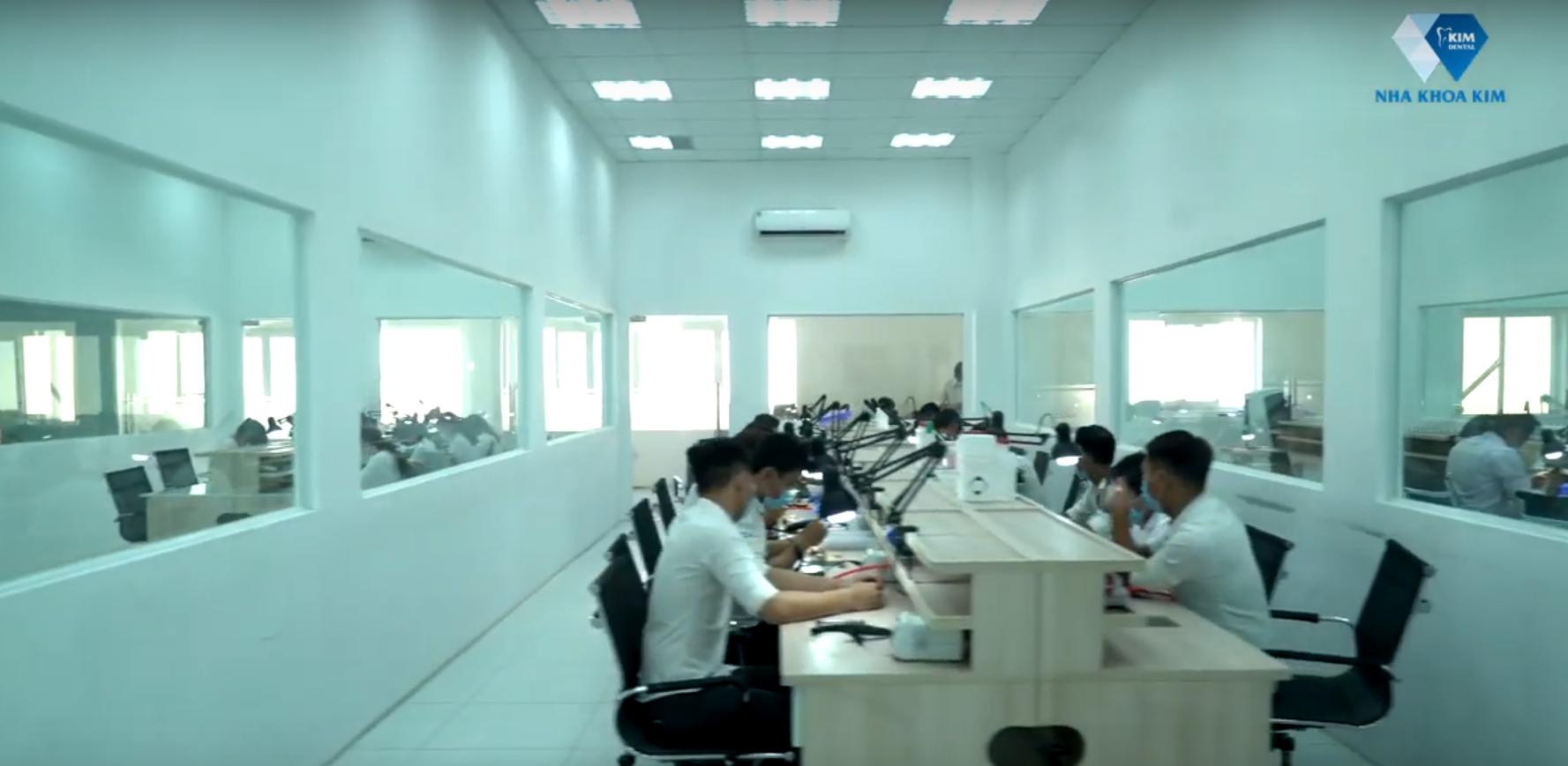 Nhà máy sản xuất răng sứ với quy mô rộng 2.000m2