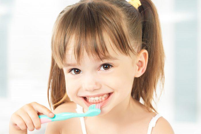 Đâu là cách làm trắng răng cho bé an toàn và hiệu quả nhất hiện nay?