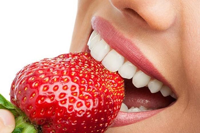 Bật mí cách tẩy trắng răng bằng dâu tây hiệu quả nhất