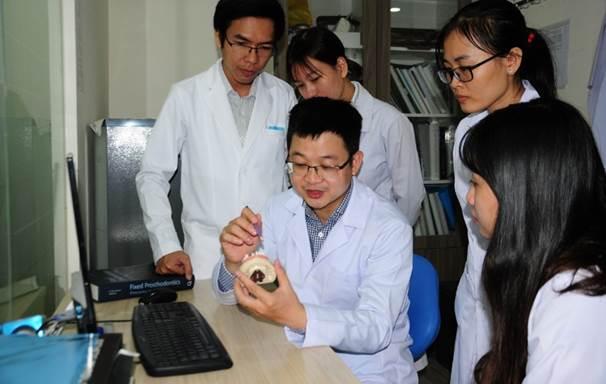 Phụ trách về chuyên môn của Hệ thống Nha Khoa Kim là Thạc sĩ - Bác sĩ Nguyễn Hồng Huy - Thạc sĩ Implant, Đại học Loma Linda - Mỹ.