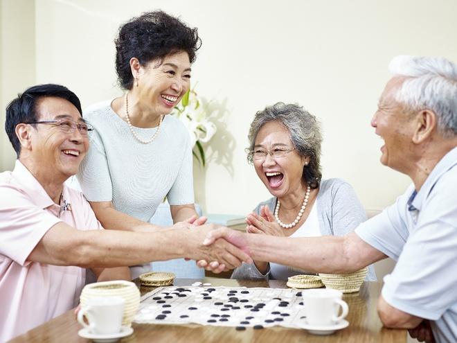 Trồng răng Implant giúp phục hồi khả năng ăn nhai và đảm bảo tính thẩm mỹ, đặc biệt ở người cao tuổi. Làm răng đón tết