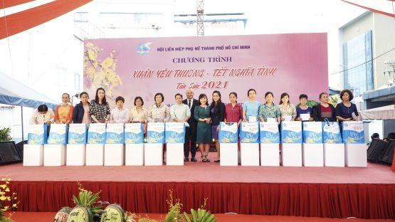 Nha Khoa Kim đồng hành cùng Hội Liên hiệp Phụ nữ TP.HCM trao tặng hơn 300 phần quà Tết cho chị em phụ nữ