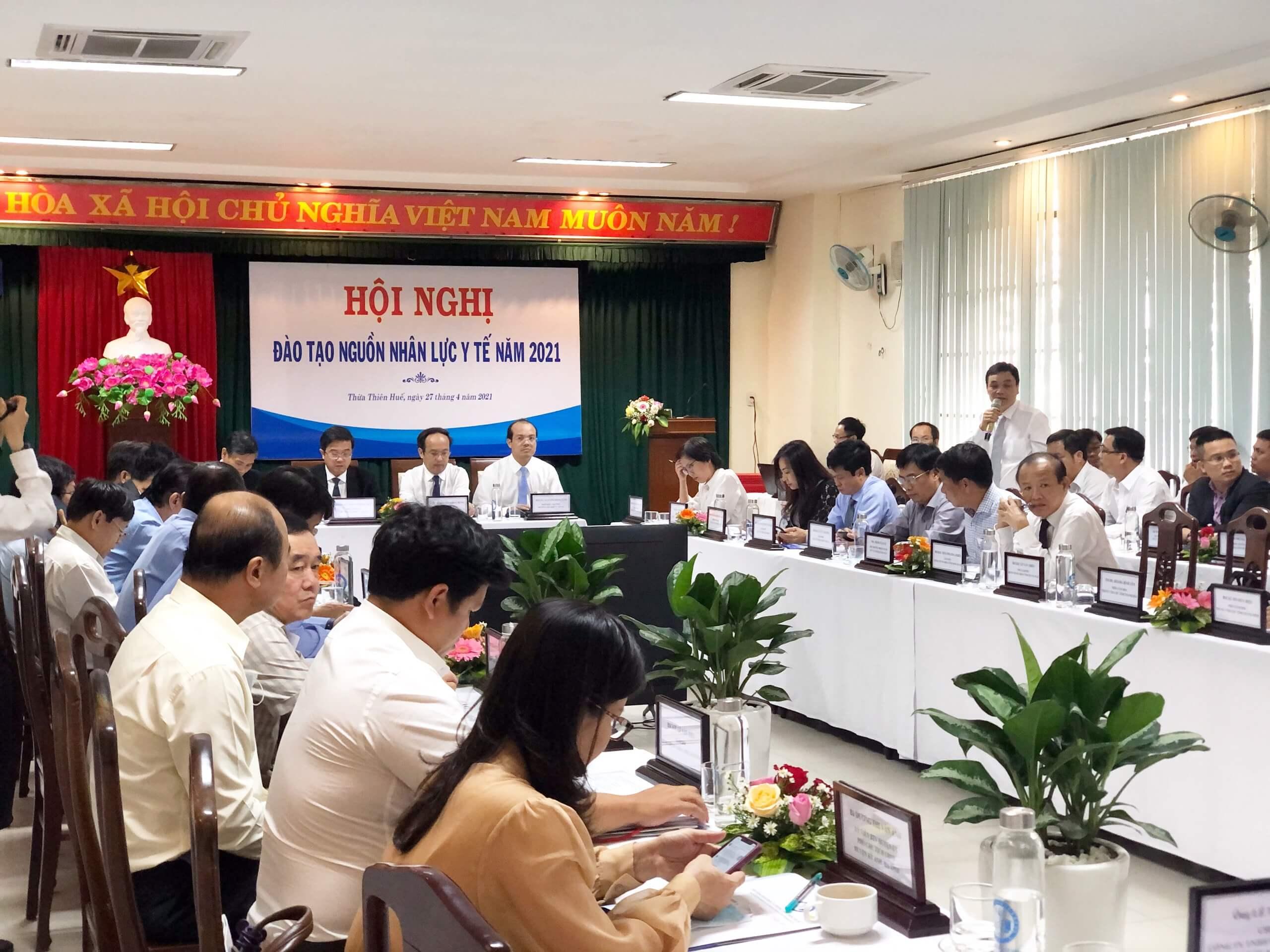 Nha Khoa Kim phát biểu tại Hội nghị đào tạo nguồn nhân lực y tế