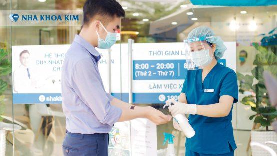 Thực hiện thăm khám nha khoa an toàn mùa dịch cho tất cả khách hàng